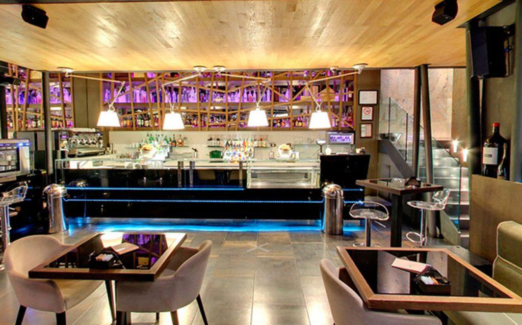 Bar Restaurant Peek a Boo